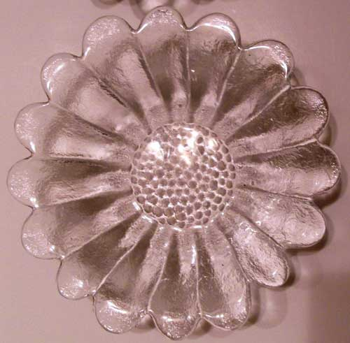 Close Up of the Daisy Glass Bowls
